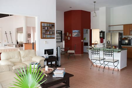 Cancun 5 Min to Airport Master Bedroom - กังกุน - บ้าน