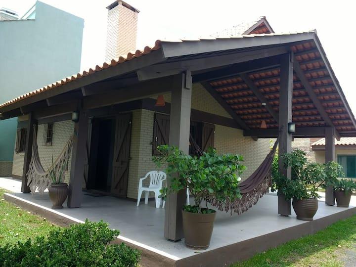 Casa  em Torres, ideal para  famílias e amigos