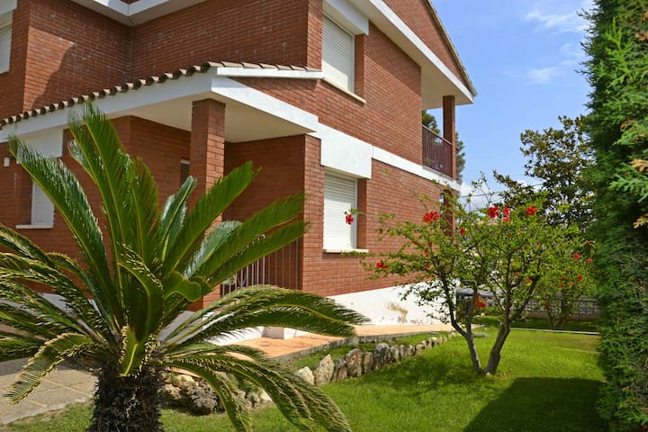 Sunny family house - Cambrils - Hus