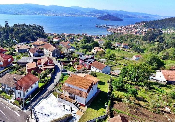 Fantastic villa in Combarro