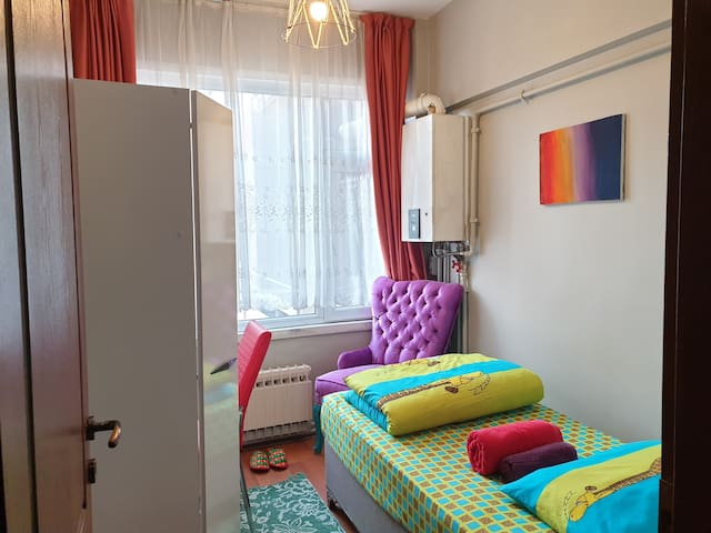 CENTRAL LOCATION CLEAN CUTE ROOM NEAR SISLI METRO