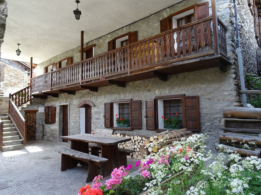 relax e natura tra le montagne chalets louer vens val d 39 aoste italie. Black Bedroom Furniture Sets. Home Design Ideas