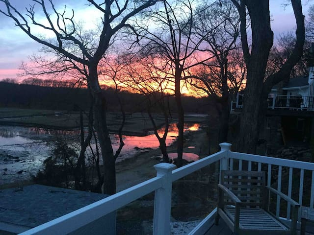 Home on wildlife rfge w water access views sunsets