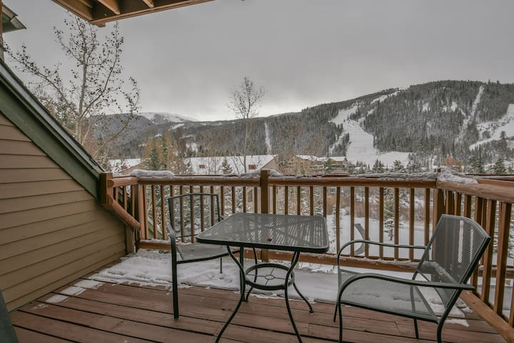 Tenderfoot 2658 Near Mountain House base area, walking distance to lifts