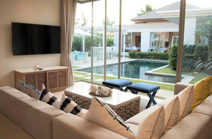 Bangtao luxury 6 bedroom 邦涛豪华6卧别墅