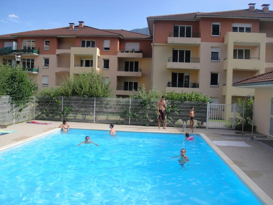 Appartement entre lacs et montagnes appartements louer for Piscine albertville