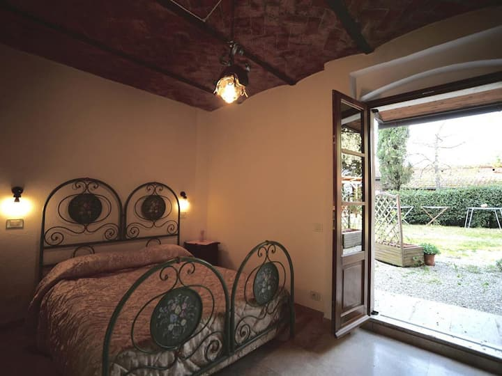 Apartment-Comfort-Private Bathroom-Garden View- Girasole