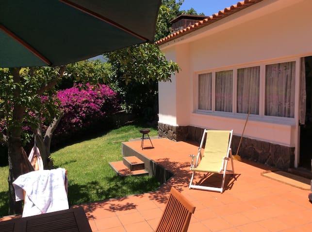 Schönes Ferienhaus mit Garten  - Caniço - House