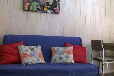 IN CENTRO A DUE PASSI DAL MARE - พอร์โต เซซาเรโอ - บ้านพักตากอากาศ