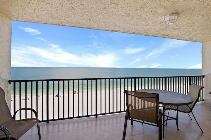Beachfront dream Condo...right on the Sandy Shore!