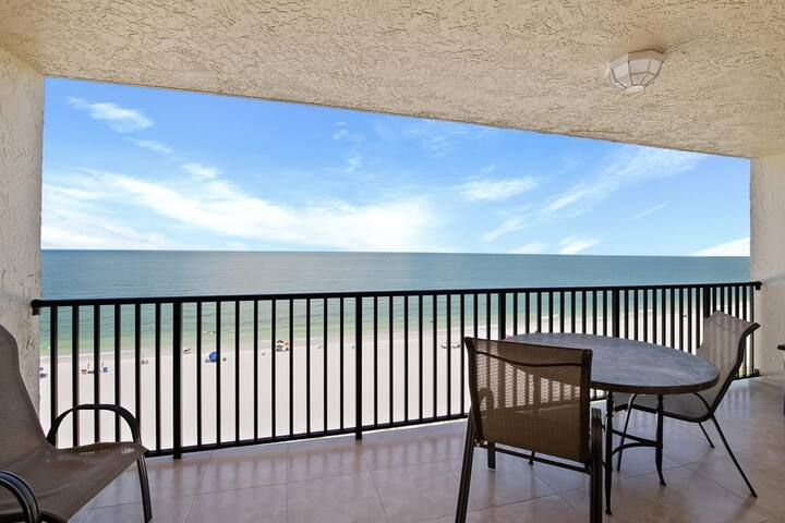 Beachfront dream Condo...right on the Sandy Shore!