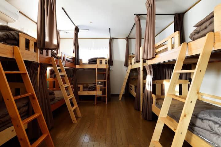 15 min to Shin-Osaka station, mixed dormitory room