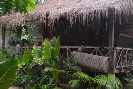 Sok Phen Homestay Air Con House