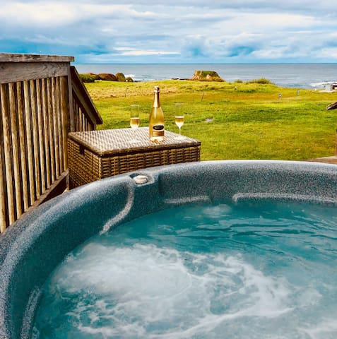 ❤️Pebble Palace! ★OCEANFRONT★ HOT TUB ★ WOW VIEWS★