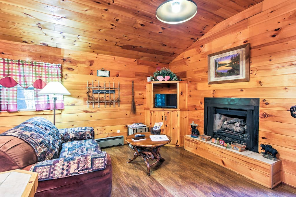 The cozy, well-appointed living space features a gas fireplace, full kitchen and flat-screen cable TV.