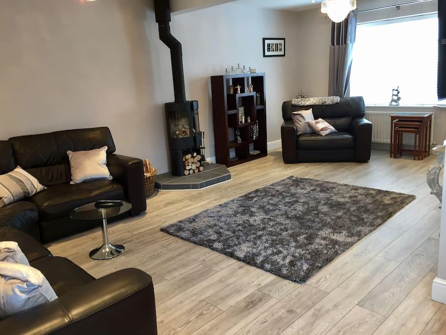 Larger lounge with comfy leather sofas