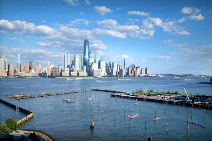 BEST LOCATION TO NYC NEWPORT STATION 3MIN BY WALK