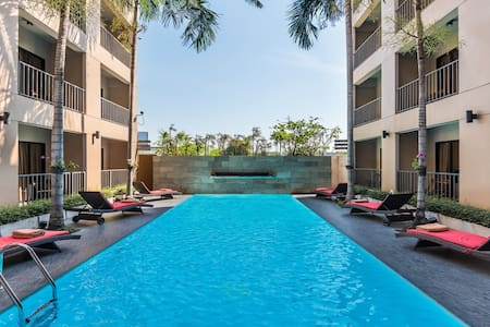 15 Min BKK Airport/Pool/Airport Transfer/24 SQM/Paseo Mall/Airport Link/Wifi