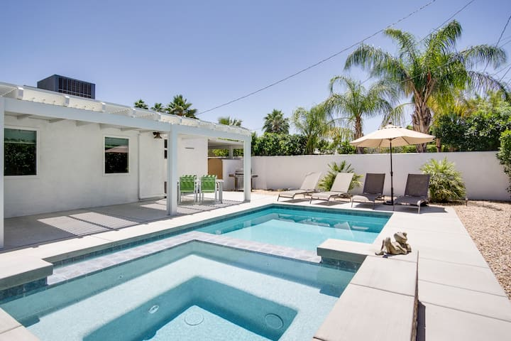 2BR/2BA Pool/ Spa in Palm Springs Covered patio