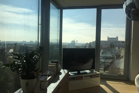 Modern Private Room with Stunning 360 Views - Bratislava - Oda + Kahvaltı