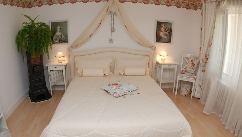 "Bed and Breakfast ""The Rosegarden"" - Bubikon - Bed & Breakfast"