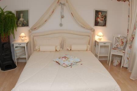 "Bed and Breakfast ""The Rosegarden"" - Bubikon - Bed & Breakfast"