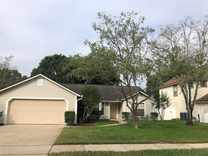 Spacious & lovely 3 bedroom Winter Park home