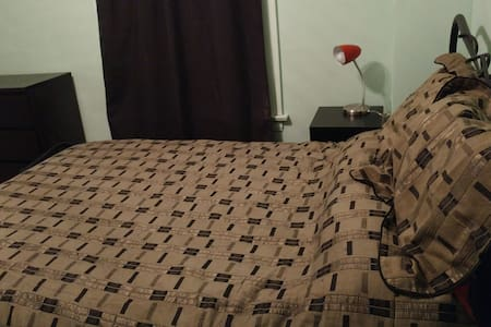 Comfortable room with easy access to Chicago