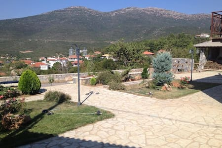 Serene Holidays On The Mountains - Elaiochori - Talo