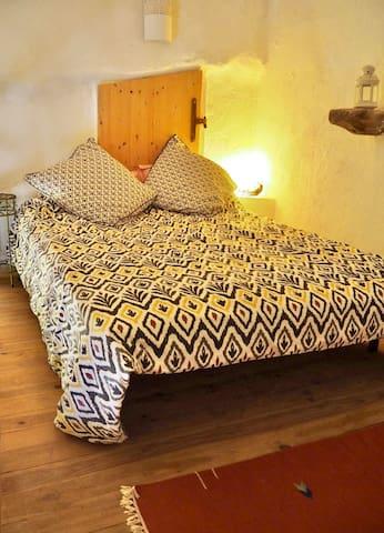 La chambre en mezzanine/ The mezzanine bedroom