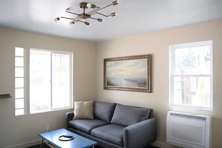 Stylish Living at Freshly Renovated Mid-Mod Casita