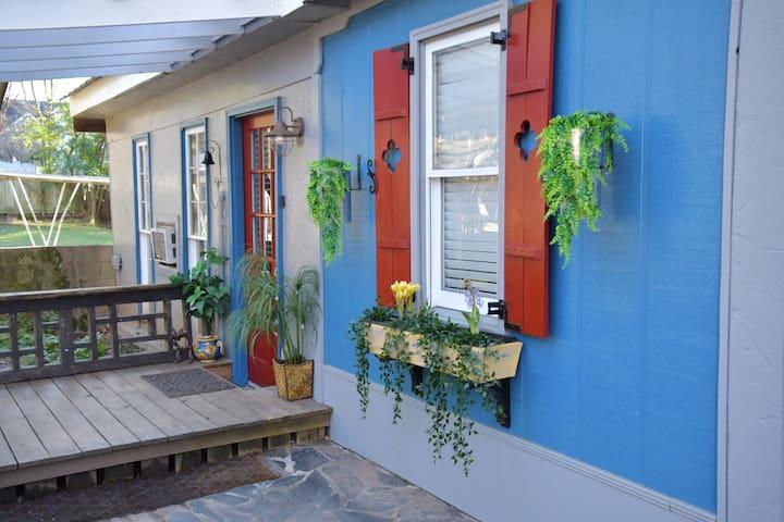 Midtown Cottage @ Piedmont Park  Free Parking 