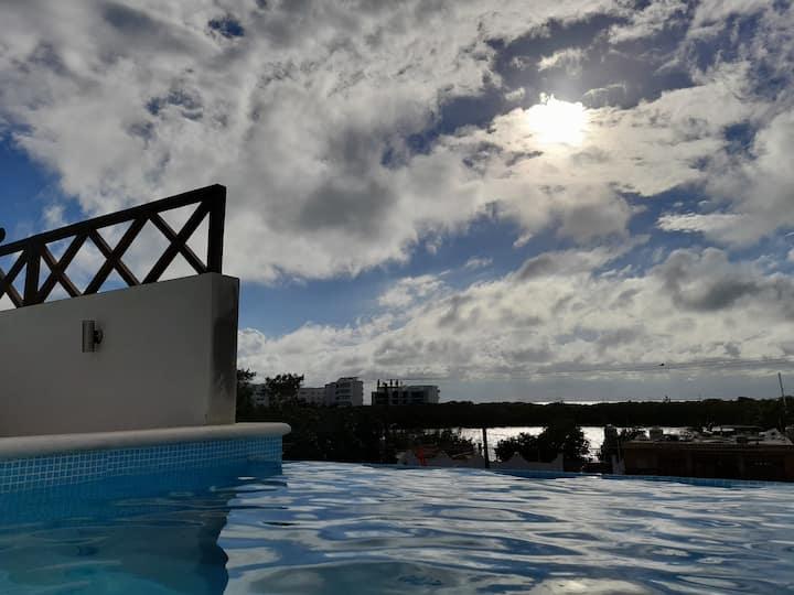 Palm Room-Rooftop-Pool- Ocean View