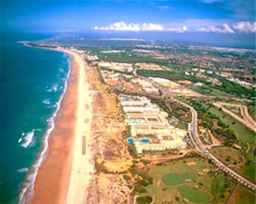 Playa Novo Sancti Petri, a 10 minutos en coche. Bandera Azul. Excelente.