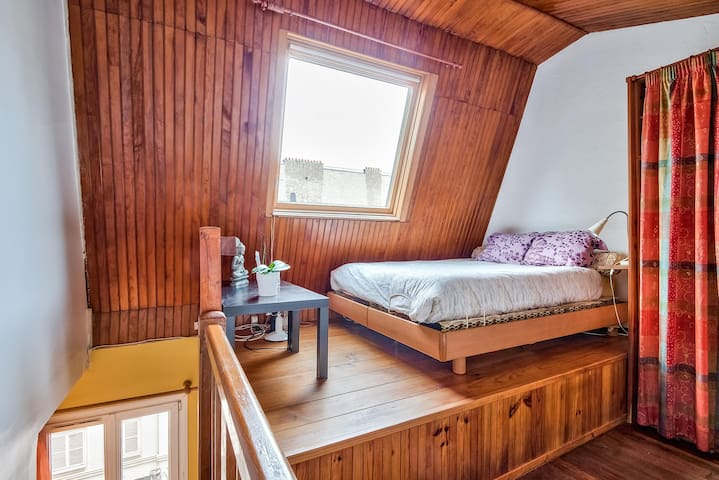 Mezzanine with high roof big baie window very warm & charming big cupboard