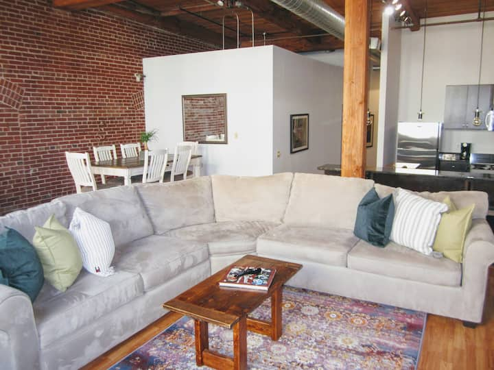 ✦Cozy Secluded Loft✦Roof Deck✦INTRO PRICE ✦