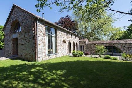 5 Chambres (+ cuisine, SàM) à Profondeville-Namur - Ház