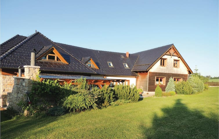 Holiday cottage with 4 bedrooms on 262 m² in Kosetice