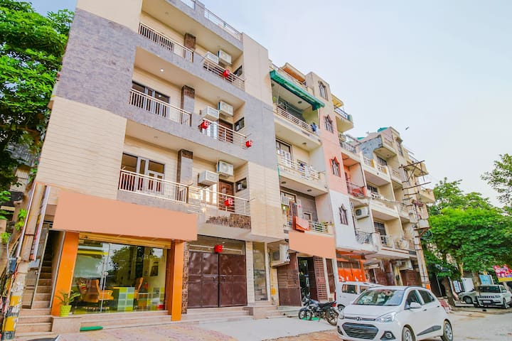 OYO Best Offer! Well-Located 1BR Home in Rohini