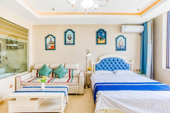 白鲸公馆馆景大床房,离海最近的公寓,下楼就是沙滩,免费停车