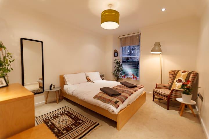 Super Quiet Queen Sized Room With Garden View