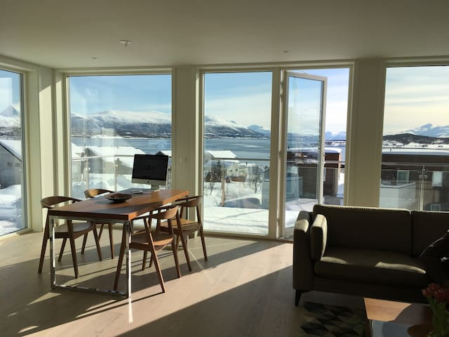 New apartment with a view on Whale island - Tromsø - Apartment