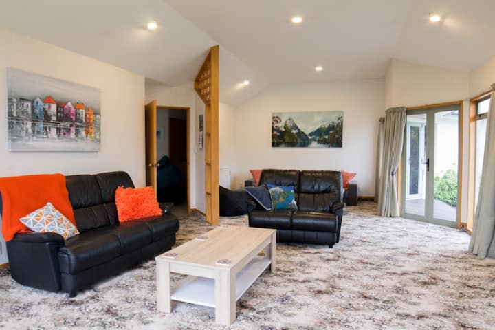 Luxmore House * Perfect Location *Free FibreWifi *