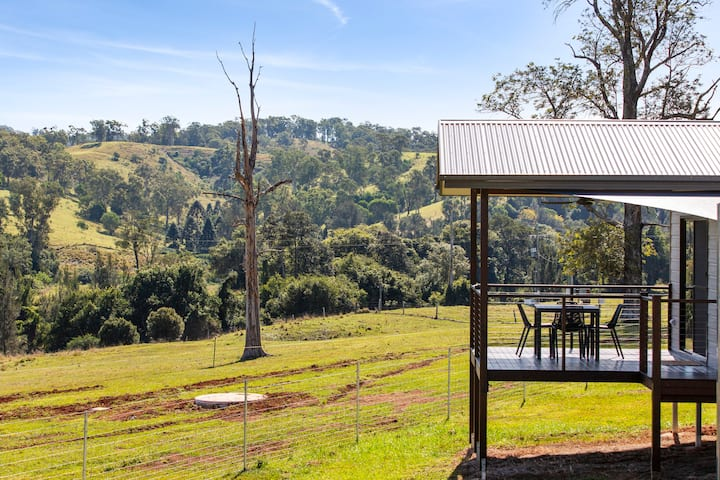 Valley Cabins by the creek - The Bunya Cabin