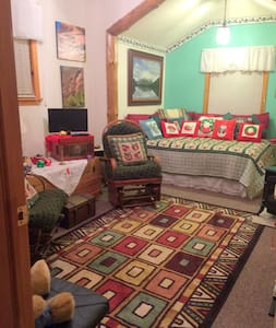 Cozy Bear Den Guest Room - Zion Bryce Grand Canyon - Fredonia