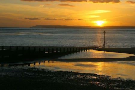 Holiday home by the sea - Bracklesham Bay