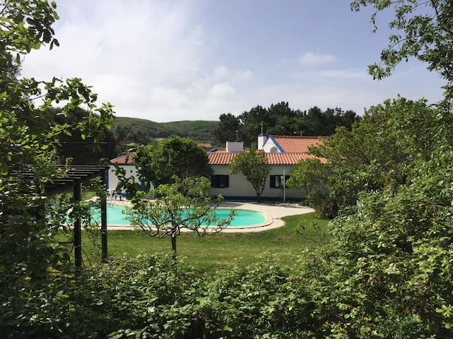 Romantic Cottage With Private Pool + Garden + Wifi