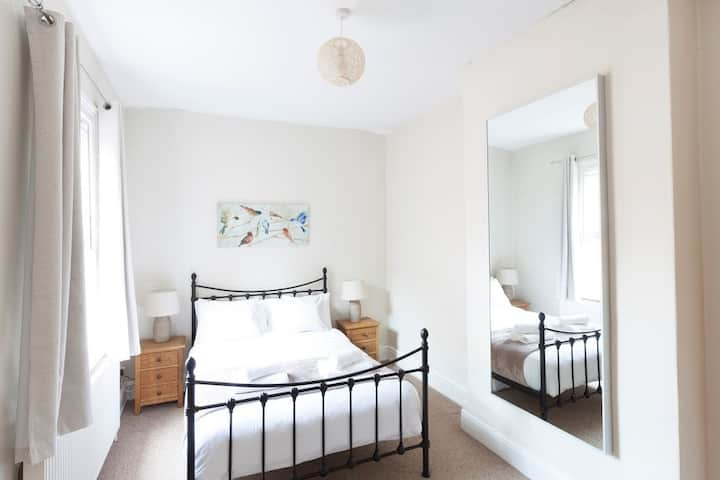 Find Tranquility at this available Cosy 2bed Apt