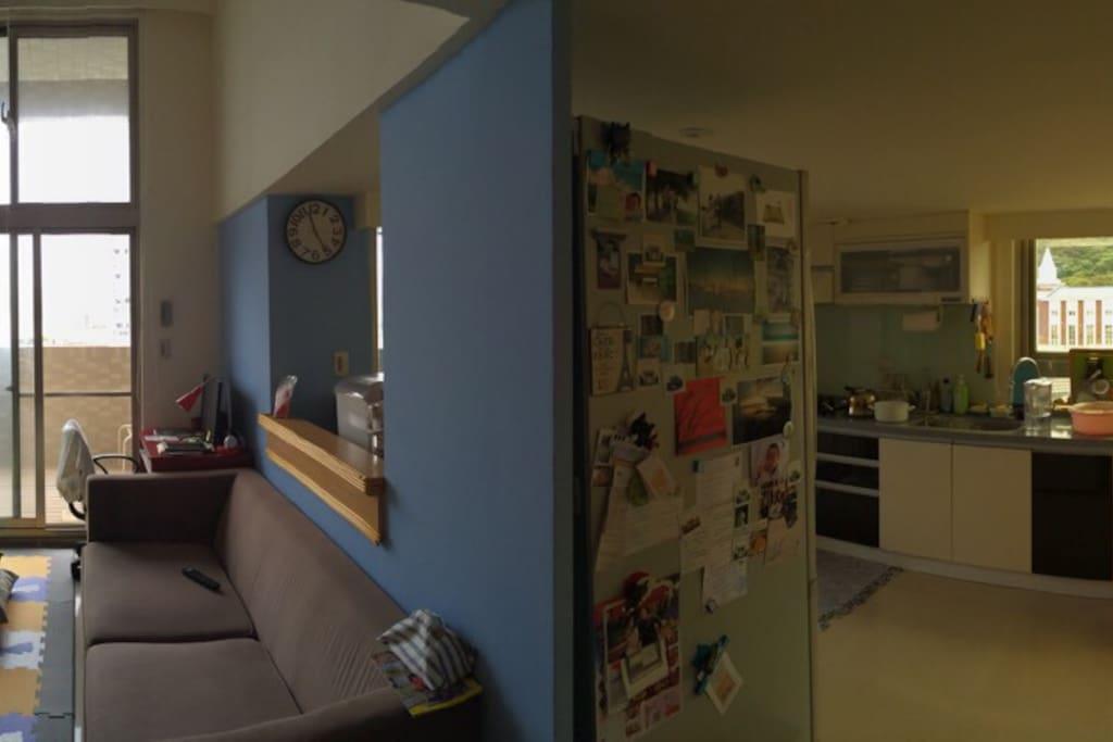 客廳與廚房