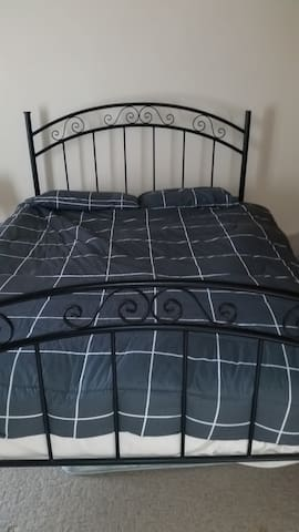 queen bed,5 minutes walk to Flinders Medical Centr - Bedford Park